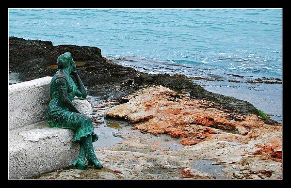 Torrevieja La Bella Lola statue